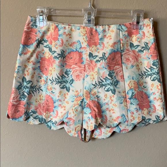 Lush Pants - Scalloped Floral Shorts Vintage Feel